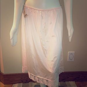 NWT vintage anti static nylon slip. 22-24W